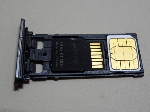 SIMカードとMicroSDカード